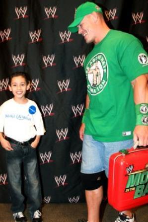 John Cena à Las Vegas en juillet 2012 pour réaliser les voeux de quelques enfants avec leurs familles