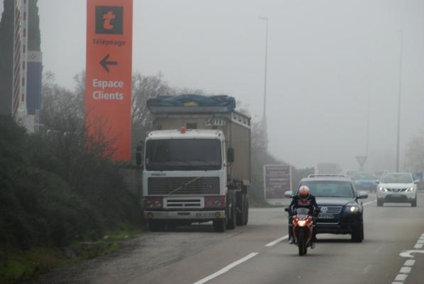 Volvo F12. Indémodable, un de mes camions préféré. Valence. 07/12/2016.