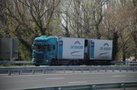Des camions de partout.