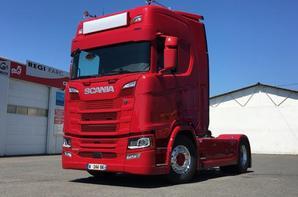 Un tous nouveau S500, qui sort du garage Scania Nevers. Photo Emmanuel.