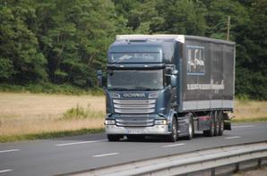 Les Scania en bâchés.
