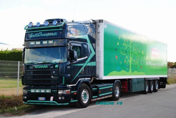 Scania 580 Gallotrasporti en coupure dans la Provence.