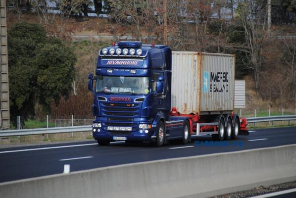 Les Scania en containers.