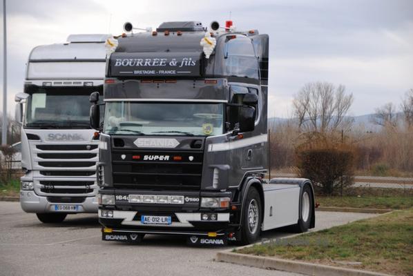 Famille Bourrée et Fils. Très belle restauration de l'ancien Scania 164-580 des Transport Daniélou.