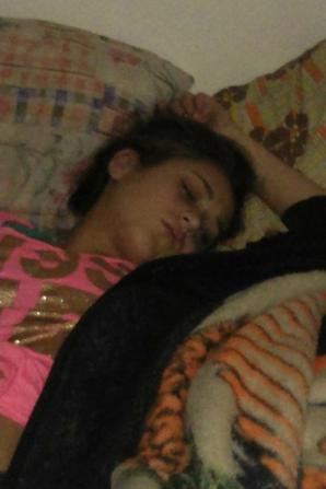 ma fille et marina  en trin de dormir comme une trimarde