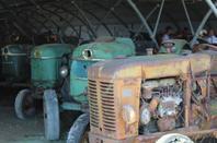 visite d'un collectionneur de vieux tracteur