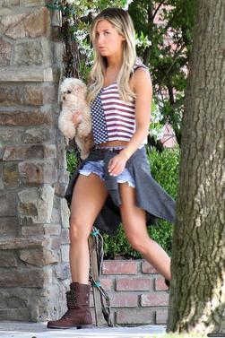 30.05.13 -> Ashley est allée faire des courses.