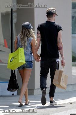 31.05.13->Ashley est allée faire du Shopping.
