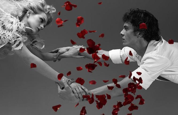 سألتك بالذي حطك على راس المحبه تآج تحبني ولا تتسلى بأحاسيسي ووجداني  وتحتاج لغلآ قلبي مثل ماالك أنا أحتاج أو أني بعد ماأفارق حدود الشوق تنسآني  سألتك بالذي حطك على راس المحبه تآج تحبني ولا تتسلى بأحاسيسي ووجداني  وتحتاج لغلآ قلبي مثل ماالك أنا أحتاج أو أني بعد ماأفارق حدود الشوق تنسآني