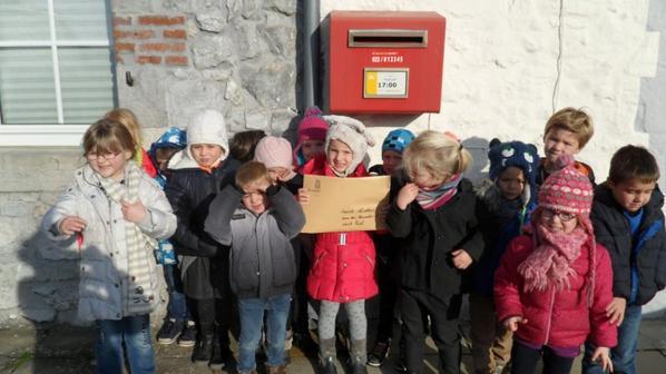 Nous postons notre lettre à Saint-Nicolas