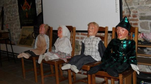 histoire avec les marionnettes Treignes