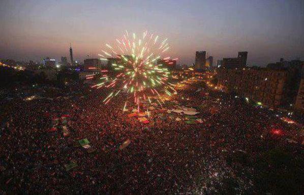صورة رائعة لإحتفال ميدان التحرير بفوز د. مرسى
