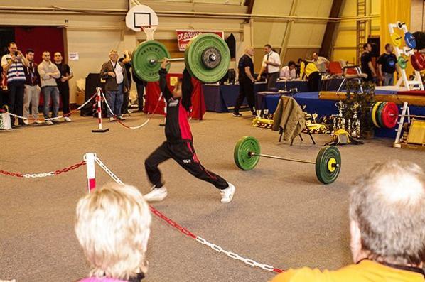 Démonstration   des jeunes  haltérophilles du club d'Avallon