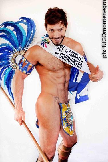Javier Palermo le Roi du CARNAVAL DE CORRIENTES 2016 a été la vedette du défilé