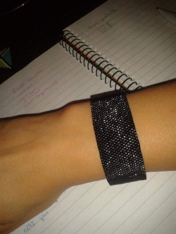 Bracelet noir avec fermoir aimanté