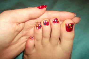 53ème Article : Petis point colorée aux pieds.