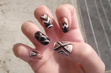 146ème Article : Collier or noir, motif azteques