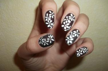 156ème Article : Fleurs blanche sur base marron