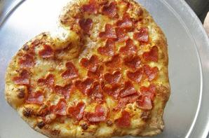 Pizza en forme de coeur et pâtes provençales