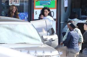 Kelly Rowland accompagner des knowles sortant d'un restaurant ! titan (son fils)pointe le bout de son nez!