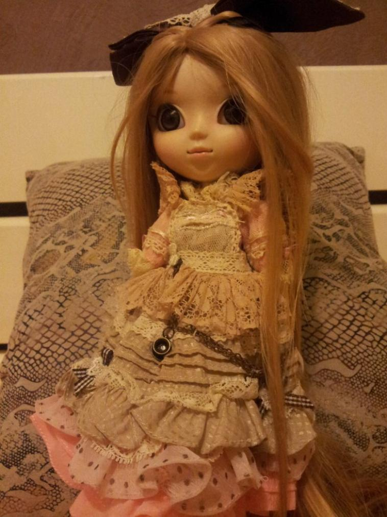 voici ma pullip romantic alice pink custo ^^