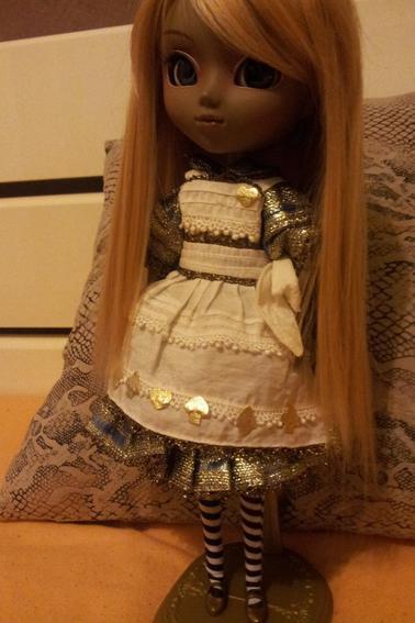 voici ma magnifique pullip another alice <3