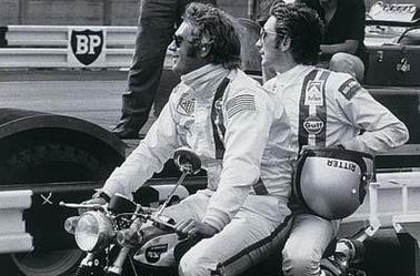 kimi Raikkonen et Jean Alesi (Suzuka 2001) - Steve McQueen et Jo Siffert