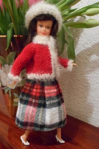 Elle n'avait que sa robe, je lui ai tricoté ce petit cardigan! Qu'en pensez-vous?