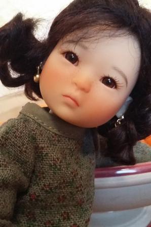 Comment résister à cette petite poupée,voici Ten Ping