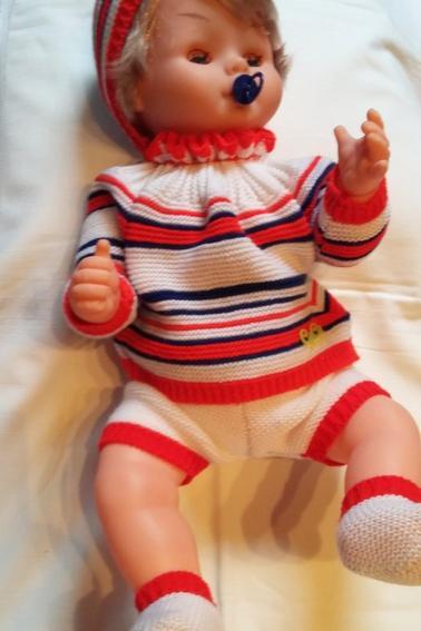 Christophe, tout neuf, tout beau,  il pleure très fort quand il n'a pas sa tototte, et il tète, trop mignon!!!