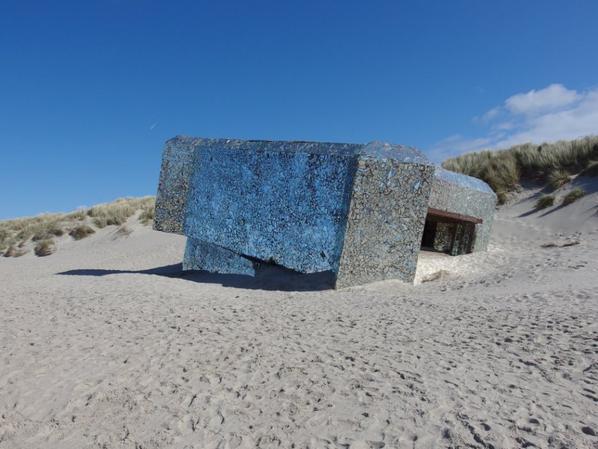 un blockhaus de miroirs cassés à  Leffrincoucke (59)