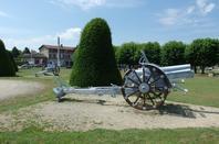 Les canons dans le cimetière militaire de Faubourg Pavé (Verdun)