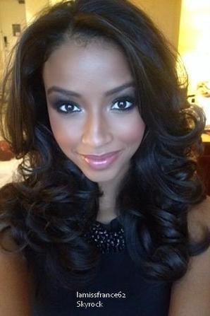 Flora  en interview avec nos roomates / Flora  Contestant Profile : Miss World 2014
