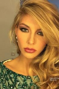 Camille en préparation pour Miss Univers