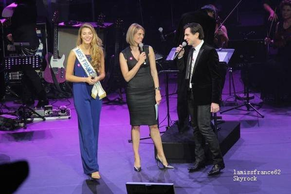 """Camille sur la scène Tout le monde chante contre le cancer / Camille enregistre un épisode de """"Nos chères voisins"""""""