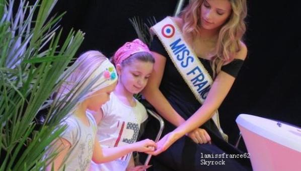 Camille en sénace dédicace de Lumbres- le 05-2015