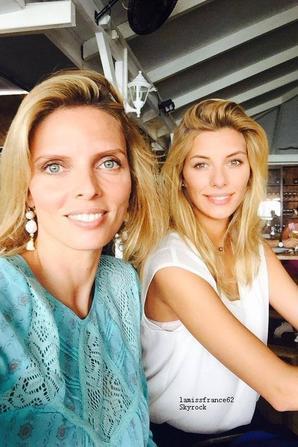 Camille  et Sylvie Tellier visite le musée de la perle  Robert Wan