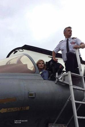 Camille au meeting aérien de Prouvy pour la fête nationale.