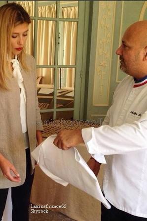 Camille dans les cuisines du Pré Catelan pour la préparation du salon du chocolat
