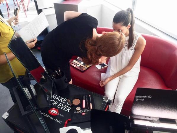 Iris sur Youtube make up forever , et pour  les astuces beauté / Iris sur le stand Vitality's