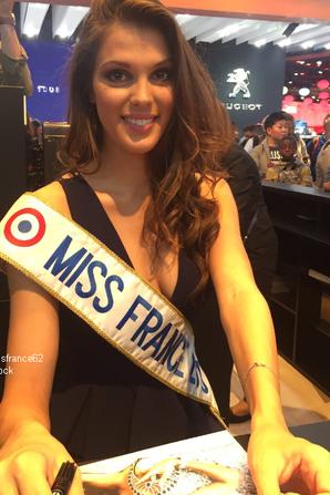 Iris au salon de l'Automobile  pour représenter la marque Peugeot