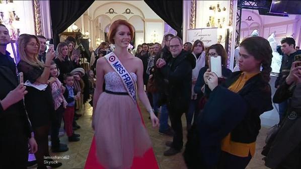 Maëva en séance de dédicaces au  Cora de Bruay La Buissière, au Salon du mariage de Reims