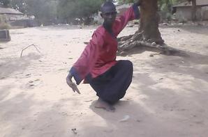 cheikh drame pratiquant de Kung fu au sud du Sénégal pratiquement en casamance