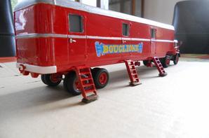 La semie-remorque couchettes du cirque Bouglione :