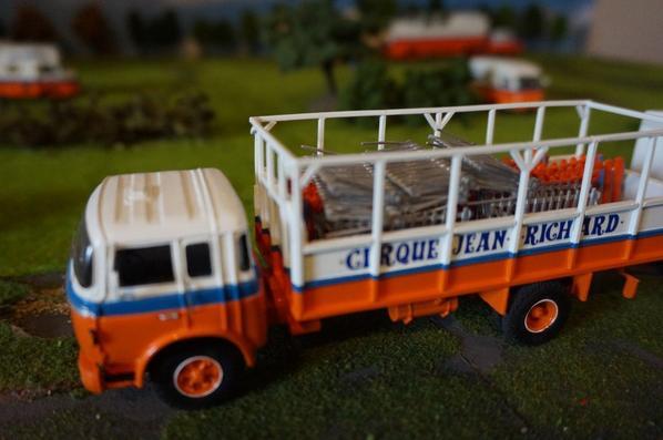 Le berliet GR200 pour le transport des barrières avec la remorque chauffage :