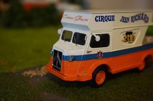 Chouette, le camion des crèmes glacées arrive !