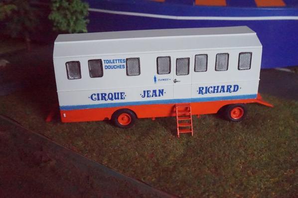 Nouvelle remorque du cirque Jean Richard, pause-pipi !!!