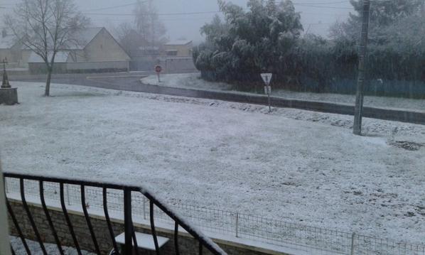 Vache  !!il va avoir au moin 45 cm de neige  !!