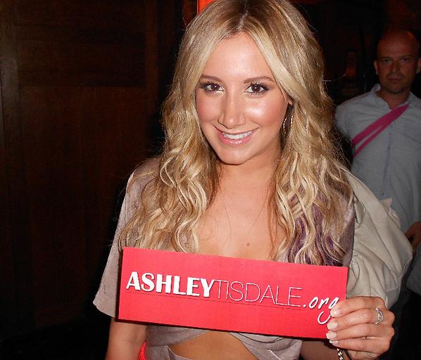.   Ashley était présent hier soir (7 Juillet) à la premier de Step Up 4 Et AshleyTisdale.org était là pour lui souhaiter la bienvenue! Après avoir posé sur le tapis le long avec le réalisateur de film et beau Scott Speer et les acteurs Kathryn McCormick et Ryan Guzman .