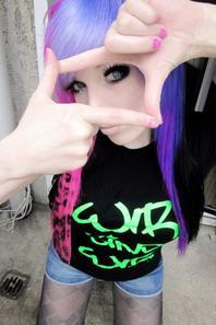 ira vampira blue violet purple pinkblack emo scene hair blue grey green eyes red lips wir sind wir